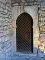 394 Banys Àrabs de Girona, porta amb arc de ferradura a l'apodyterium.JPG