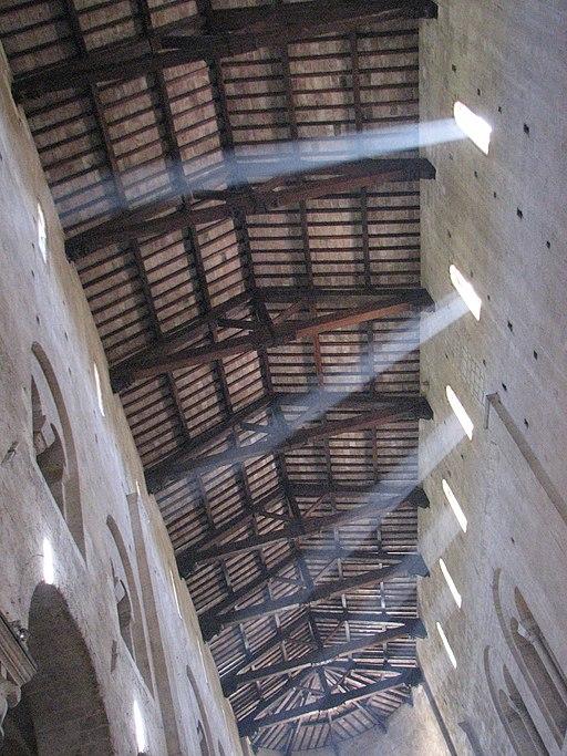 Abbazia di Sant'Antimo, Giochi di luce sul soffitto