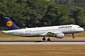 Airbus A320-211 Lufthansa D-AIPH (9385348376).jpg