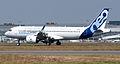 Airbus A320neo landing 04.jpg