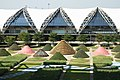 Airport Garden (4258271145).jpg