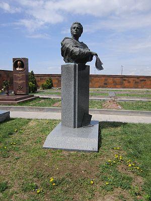 Alexander Arutiunian - Arutiunian's tombstone