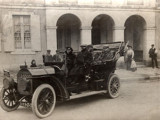 Alfred Harmsworth, 1st Viscount Northcliffe - Photo of Harmsworth in his car, c. 1903