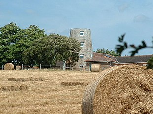 "<a href=""http://search.lycos.com/web/?_z=0&q=%22Highdown%20New%20Mill%2C%20Angmering%22"">The windmill</a>"