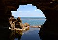 Arc i vista cap a la mar, cova Tallada.JPG