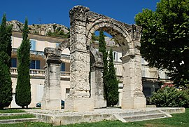 Arc romain de Cavaillon 02.JPG