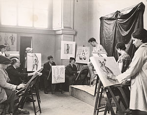 Art education in the United States - Adult art class at the Brooklyn Museum in 1935.