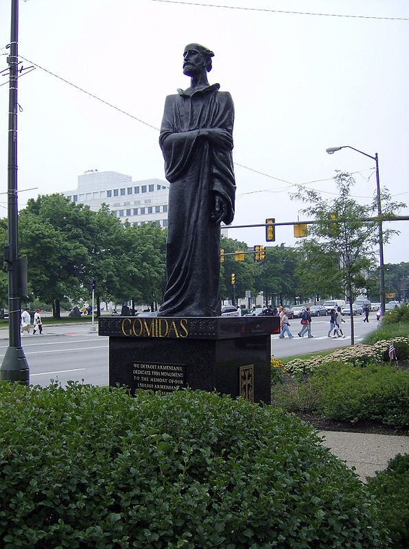 https://upload.wikimedia.org/wikipedia/commons/thumb/c/c1/Armeniastatue%2C_detroit.jpg/596px-Armeniastatue%2C_detroit.jpg