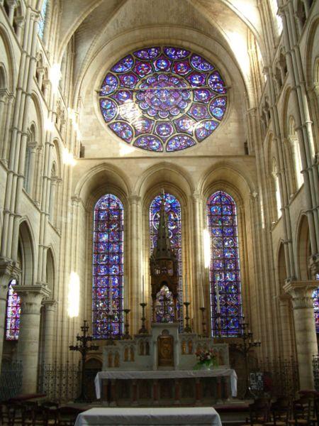 Image:Autel vitraux cathédrale Laon 1.JPG