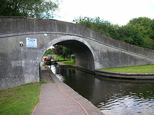 Autherley Junction - Autherley Junction. A narrowboat is descending the stop lock.