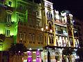 Avenida de la Constitución - Edificio La Adriática - Sevilla - Vista nocturna.jpg