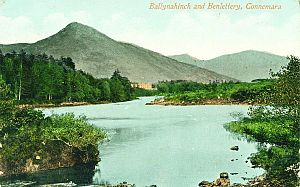 Raymond K. Mason - Area view in 1910s; Ballynahinch castle at base of mountain