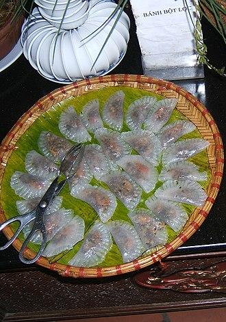 Bánh bột lọc - Bánh bột lọc trần containing shrimp, ground pork, and mushrooms