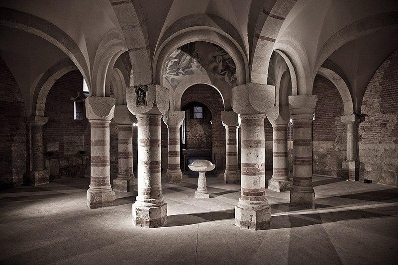 File:Battistero all'interno del Complesso Monumentale di San Pietro.jpg