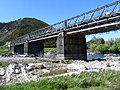 Beaumont, New Zealand bridge over the Clutha River.jpg