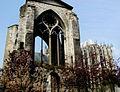 Beauvais - Ruines de l'église Saint-Barthélémy et cathédrale.jpg