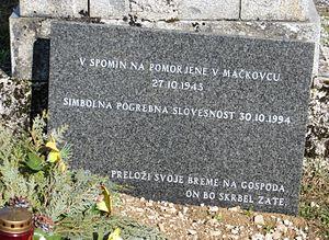 Begunje pri Cerknici - Plaque commemorating the Mačkovec Mass Grave victims