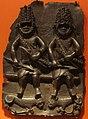 Benin, placca con due cacciatori con leopardi, 1650-1700 ca.JPG