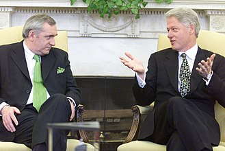 Ireland–United States relations - Taoiseach Bertie Ahern meeting President Bill Clinton in the oval office in March 2000.