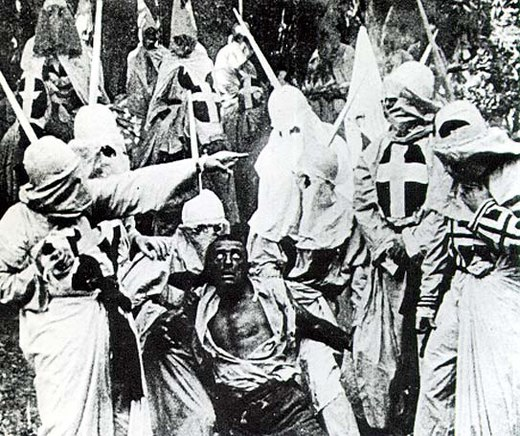 The Birth of a Nation (1915) ontwikkelde innovatieve cameratechnieken en speciale effecten en werd Hollywoods eerste blockbuster