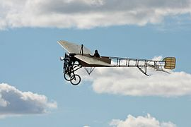 Bleriot XI on air @ Ljungbyhed 01.jpg