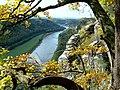 Blick von der Bastei elbabwärts nach Wehlen.JPG