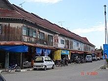 Rumah toko pra- Perang Dunia II di Bongawan.