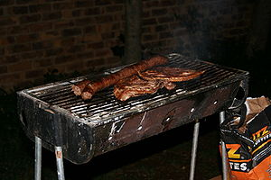 Regional variations of barbecue - A typical braai on a small braai stand