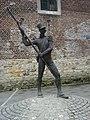 Bronze Statue - panoramio - Hänsel und Gretel (1).jpg
