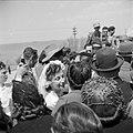 Bruid temidden van de bruiloftsgasten, vermoedelijk in Haifa, Bestanddeelnr 255-0286.jpg