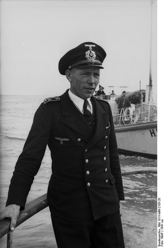 Bundesarchiv Bild 101II-MW-2105-20, Bootsmann eines Hafenschutzbootes