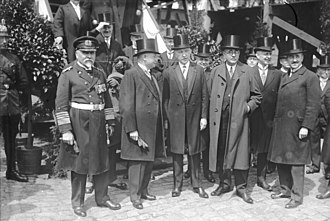 Konrad Adenauer - In Wilhelmshaven in 1928, when a new cruiser was given the name of Adenauer's (centre, with left hand visible, next to him stood Lieutenant-General Wilhelm Groener and Gustav Noske) city Köln