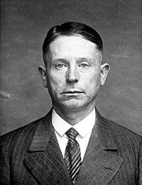 Bundesarchiv Bild 102-11502, Polizeiaufnahme eines Massenmörders (face).jpg