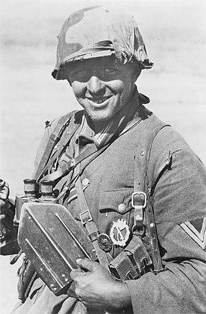Infantry Assault Badge - Image: Bundesarchiv Bild 183 B22173, Russland, Kampf um Stalingrad, Infanterist