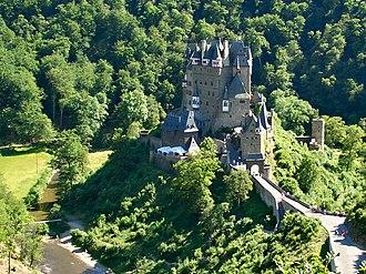 """Ganerbenburg - The """"multi-family castle"""" of Eltz on the Moselle"""