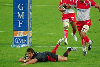 Byron Kelleher - Kelleher scoring a try for Toulouse against Biarritz