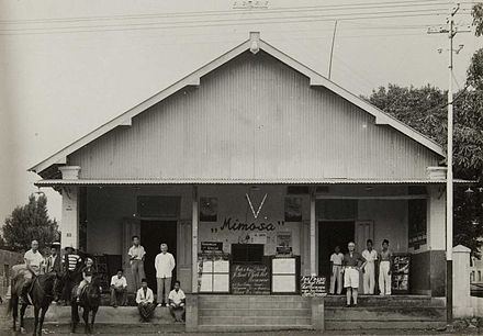 Cinema Bioscoop Mimosa in Batu, Java dated 1941. COLLECTIE TROPENMUSEUM Bioscoop Mimosa in Batoe TMnr 60052449.jpg