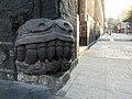Cabeza de serpiente prehispánica (Palacio de los Condes de Santiago de Calimaya).jpg