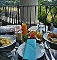 Café da manhã com vista para um campo de lavanda (28032480465).jpg