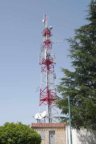 File:Cahors - 02082013 - Tour télécom du Mont Saint-Cyr 1.jpg