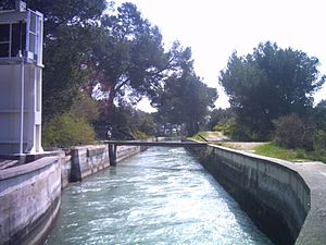 Canal de Marseille - The canal de Marseille as it leaves the Roquefavour Aqueduct.