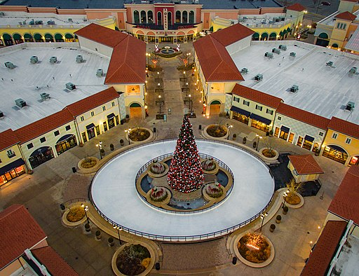 Center Courtyard and Ice Skating Rink Deer Park NY Tanger
