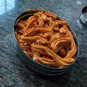 Chakli (Indian snack).jpg