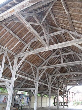 Market house - Image: Charpente de la halle de Lesmont