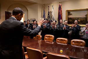 President Barack Obama bids farewell to Chines...
