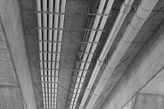 A16 motorway (Switzerland) - Image: Choindez Bruecke Werkleitungen