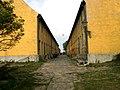 Christiansø - gaden mellem Østre & Vestre Længe set fra syd.jpg