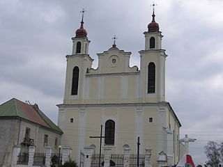 Church of Saints Peter and Paul in Iŭje (18.04.2010).jpg