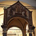 Ciborio di sant'ambrogio, con stucchi del IX secolo, consegna delle chiavi a s. pietro e del libro della sapienza a s. paolo 01.jpg