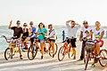 Ciclistas en la Vereda del Lago de Maracaibo.jpg